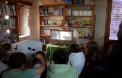 Los niños de Valjunquera se divierten con la actividad 'El secreto de los árboles'
