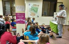 Los niños de La Portellada disfrutan con 'El secreto de los árboles'
