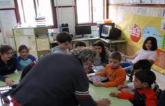 El Plan Piloto 'Porta a porta' muestra a los niños de Peñarroya de Tastavins  y Monroyo el compostaje con lombrices