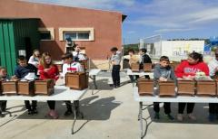 Los niños de Cretas visitan las instalaciones de la planta de compostaje comarcal